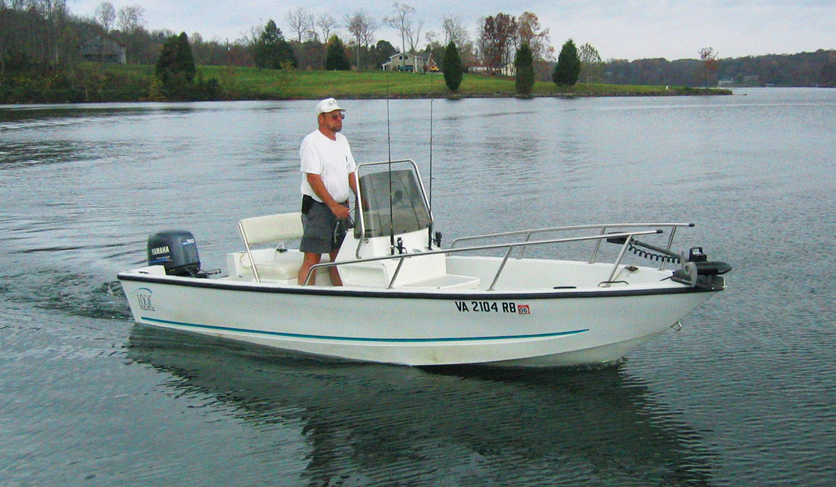 Fishing boats smith mountain lake houseboat rentals at for Lake fishing boats