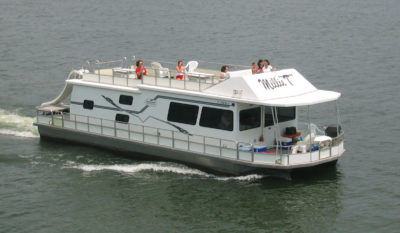 Smith mountain lake houseboat rentals at parrot cove boat for Fishing boat rentals near me